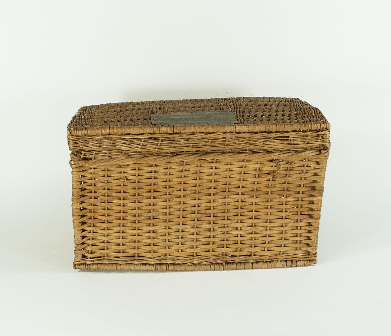 [lunch basket]