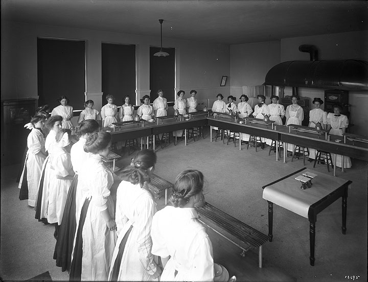 [Domestic Science  Class at Lincoln High School]