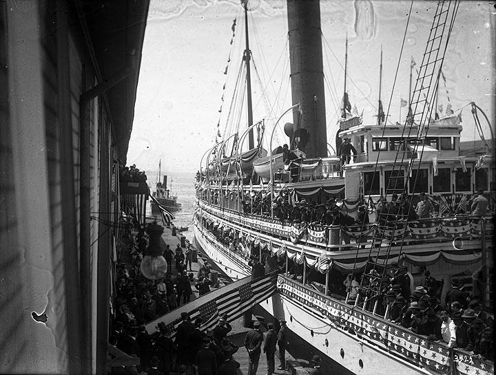 [President Theodore Roosevelt arrival in Seattle on S. S. Spokane]