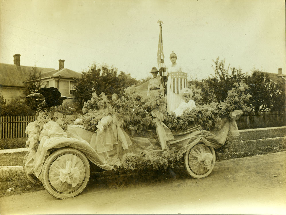 [Fourth of July decorated automobile]