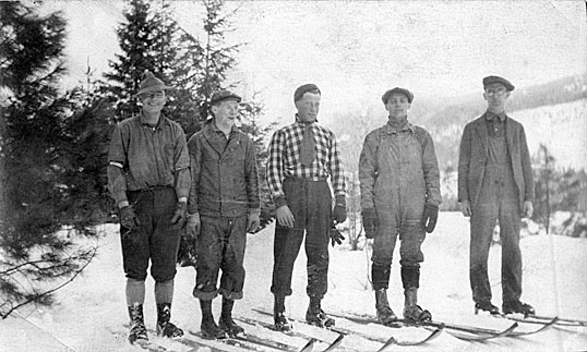 [Easton, Wash., R.R. men skied to reach snowed in trains on Stampede Pass]