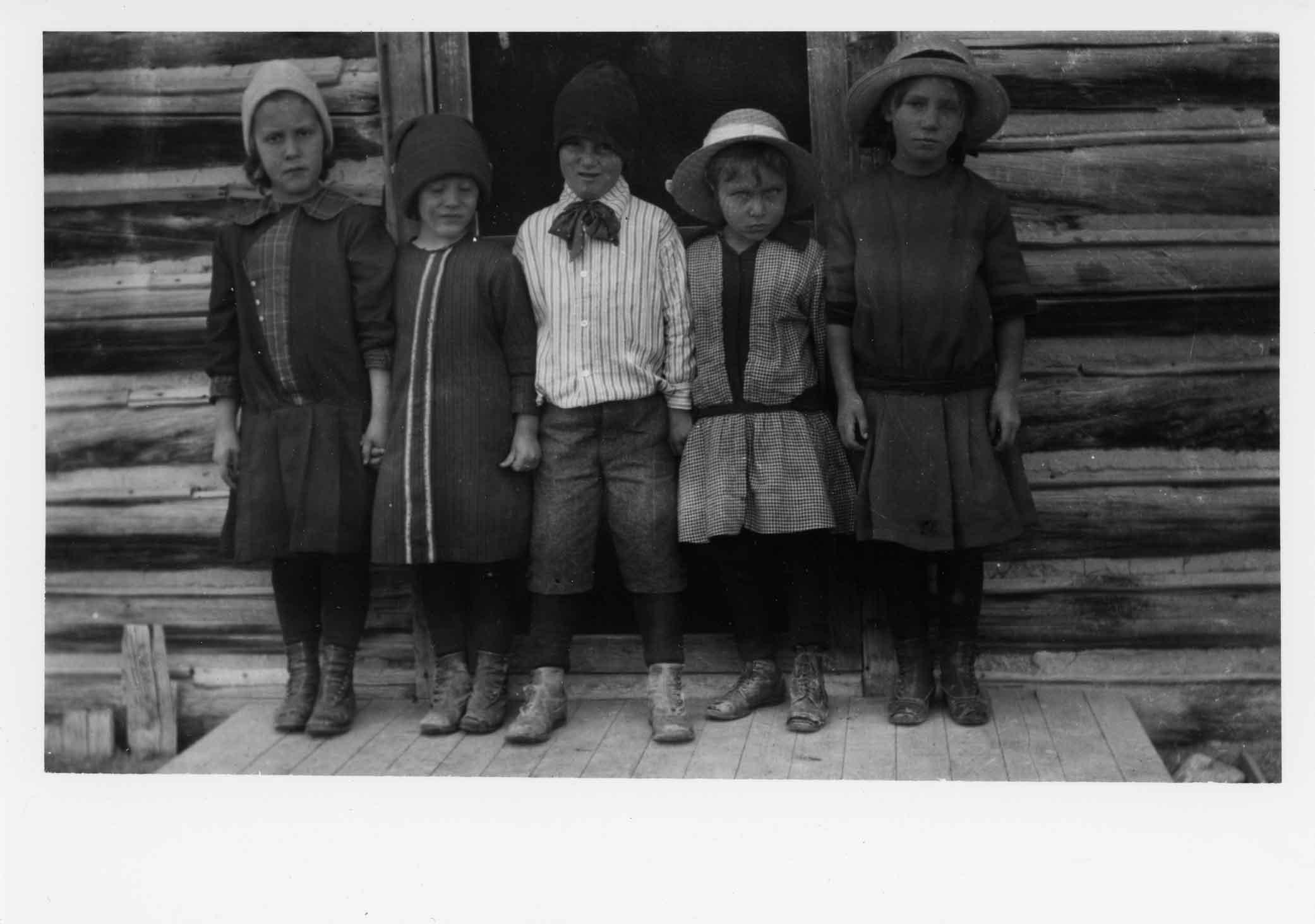 [children at Cushman Indian School]