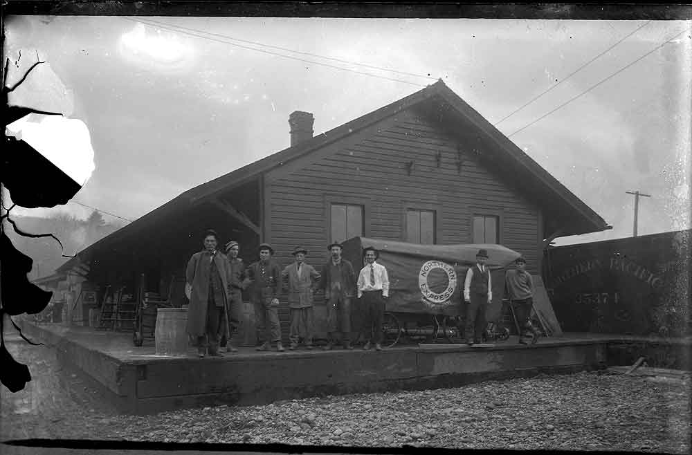 [Northern Pacific Depot, Olympia, with Northern Express Car]