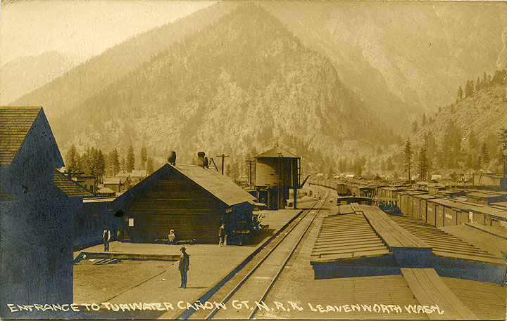 Entrance to Tumwater Canon, Gt. N. R.R., Leavenworth, Wash.