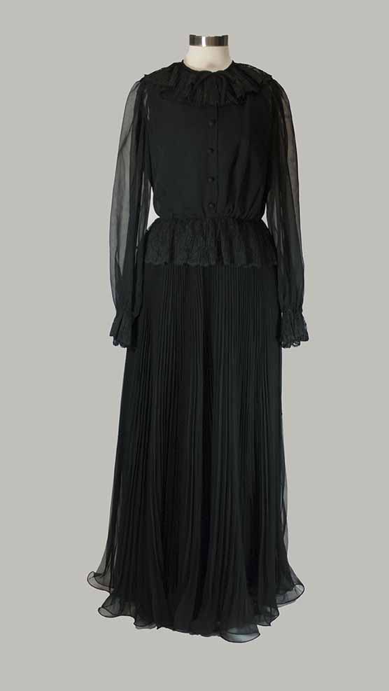 [black evening gown]
